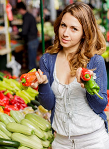 clean eating part 2 - woman at farmers market