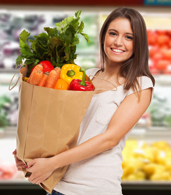 clean eating woman shopping